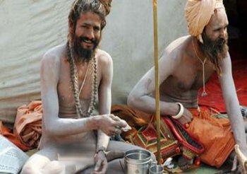 नागा साधु क्यों नहीं पहनते हैं कपडे़? उनसे जुड़े 10 अनसुने तथ्य